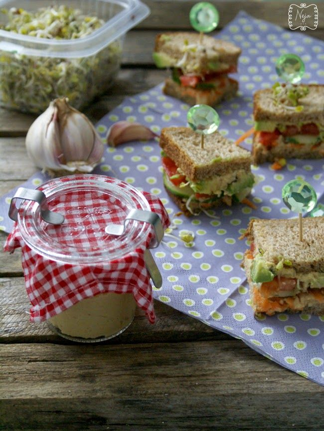 Healthier spin on the classic, Healthy recipe, humus recept, snack, Veggie sandwich with humus, zdrav sendvič, Zelenjavni sendvič s humusom, čičerika