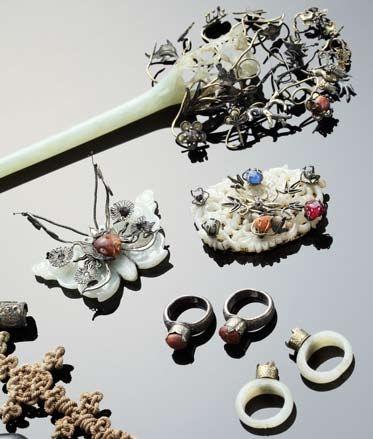 Traditional Korean jewelery and hair accessories primarily featuring Jade. #DecorativeKoreanArt