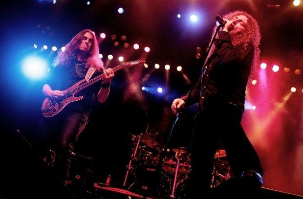 Angra записывают новый альбом с продюсером Йенсом Богреном http://muzgazeta.com/rock/201430665/angra-zapisyvayut-novyj-albom-s-prodyuserom-jensom-bogrenom.html