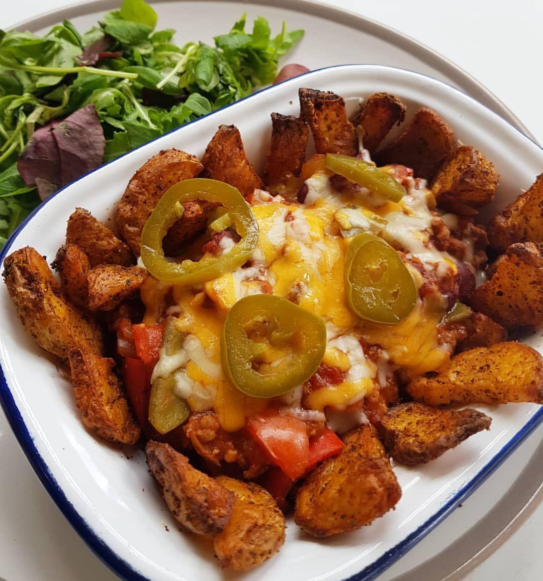 CHILLI BEEF WEDGES🌶🌶🌶 . . . 🔹️4% lean mince 🔹️tin of chopped tomatoes 🔹️chilli powder, garlic, salt,...