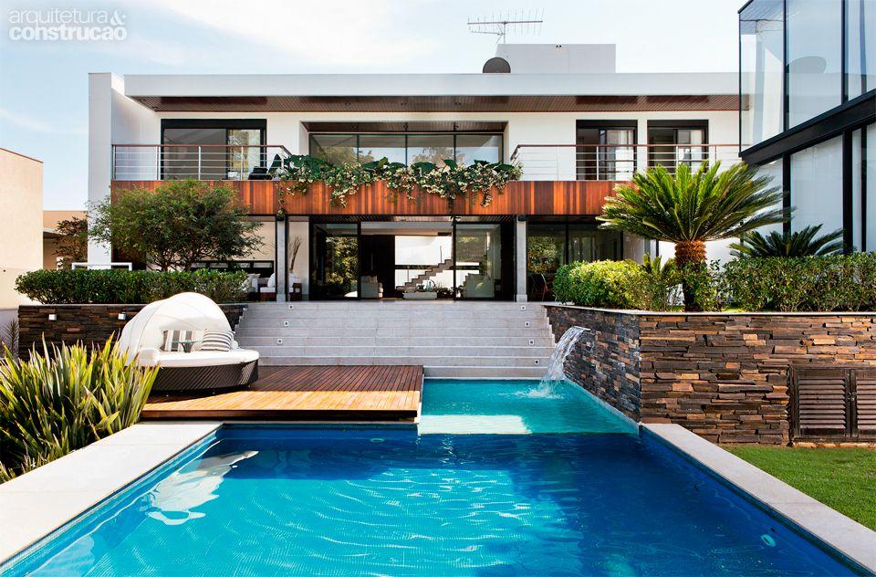 Casa Em Goi Nia Tem Jardim Cheio De Rvores E P Ssaros Raros Architecture Pool Spa And House