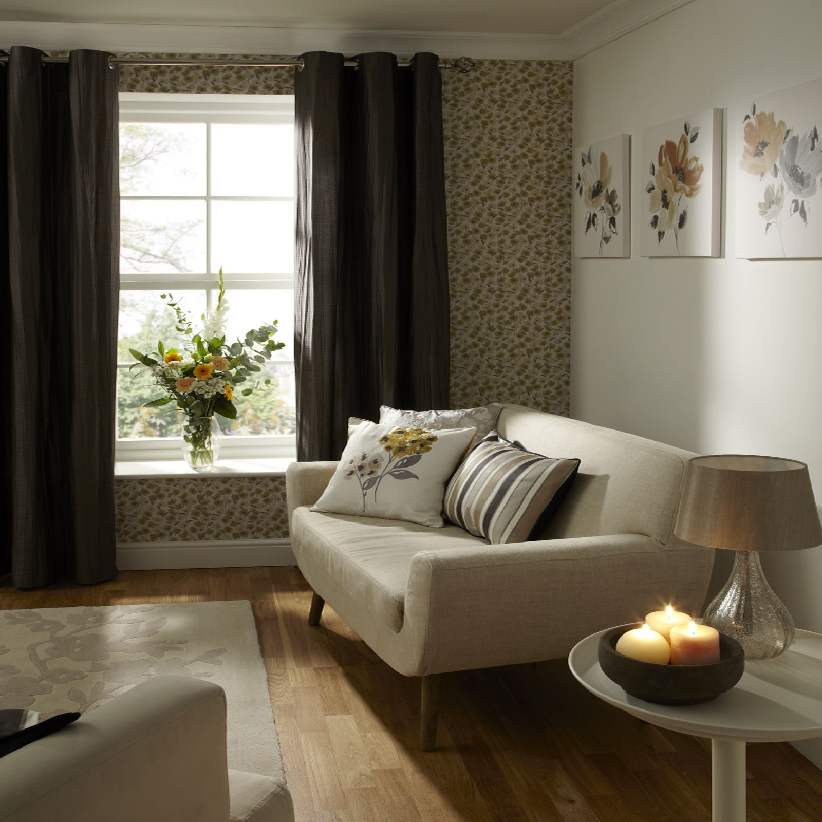 Simple Living Room: Wallpaper, Curtains, Cushions