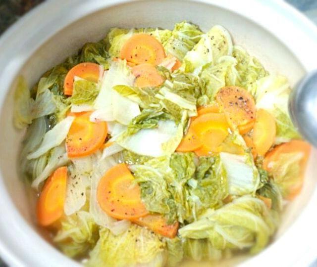 明日はコレにトマト缶を入れる予定なので鶏出汁ベース。 - 32件のもぐもぐ - 白菜ロール鍋 by 時雨