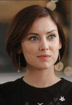 [I seriously like this bob. When my undercut grows out a bit more, I think I'll go for this] Erin Silver by Jessica Stroup in 90210, 2008-