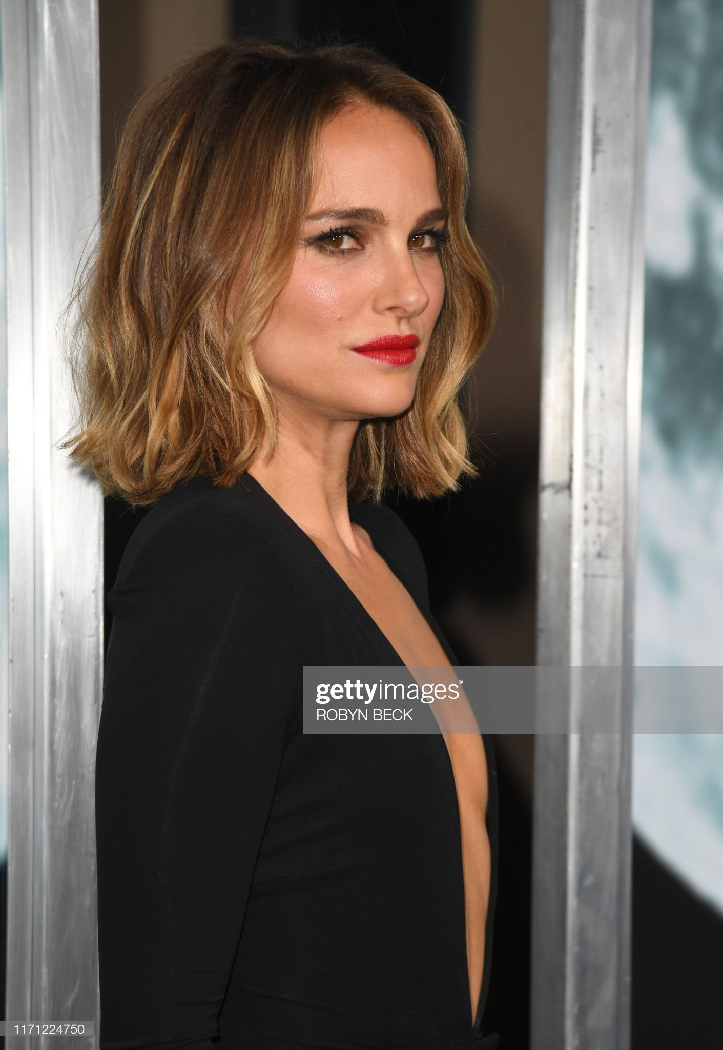 Natalie Portman Attended The Premiere Of Lucy In The Sky In La On September 25th 2019 Coupe De Cheveux Tendance Cheveux Mi Long Cheveux