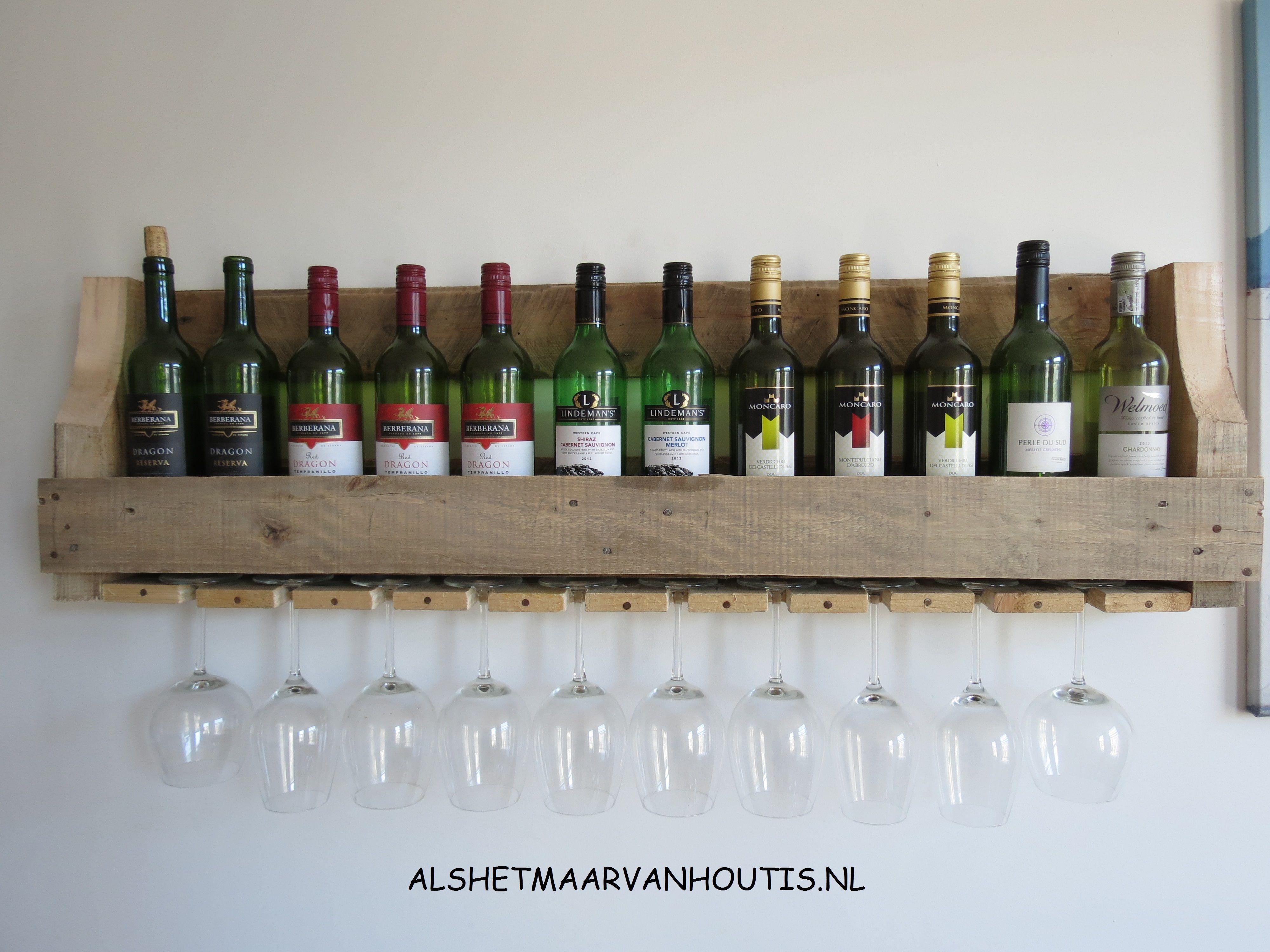 Stoere wijnrekken voor aan de muur houten wijnrekken for Gewei voor aan de muur