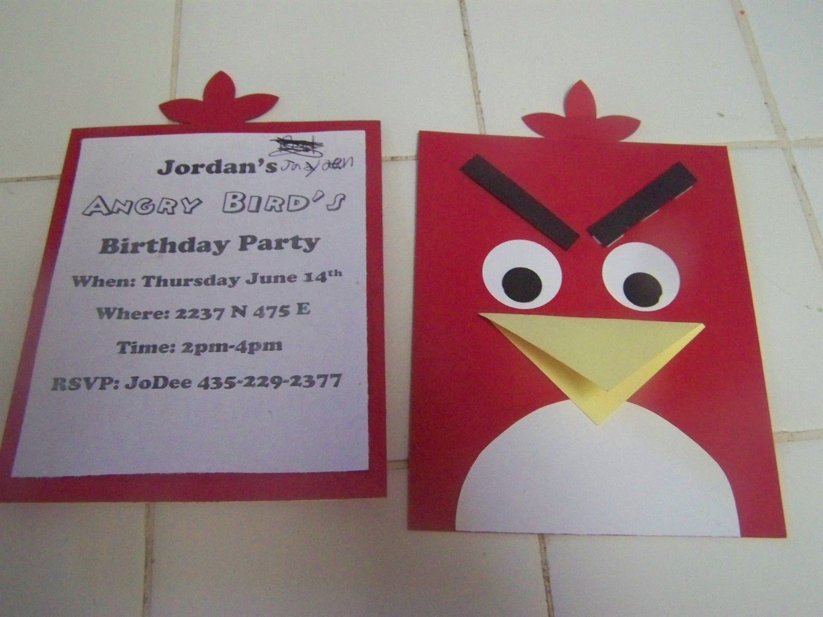 A To Z For Moms Like Me Angry Bird S Birthday Party Cumpleaños Angry Birds Tarjetas De Invitacion Infantiles Invitaciones De Cumpleaños