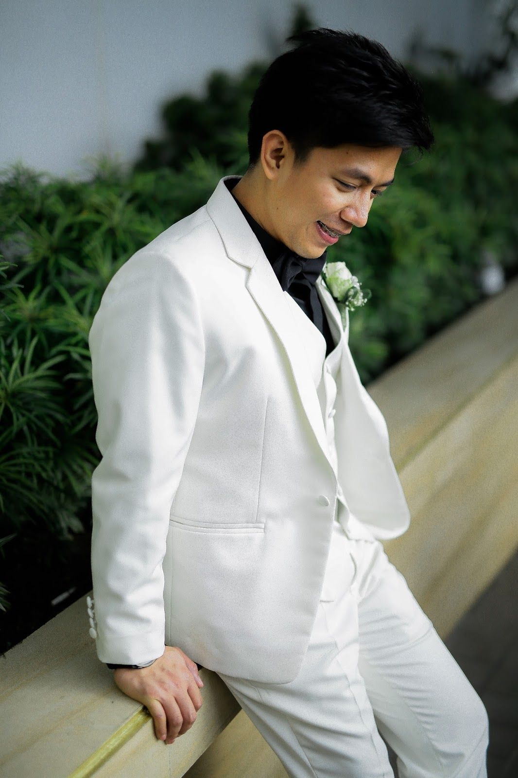 Groom\'s Suit by Paulo Lazaro Design | Boutonniere by Dangwa Florist ...