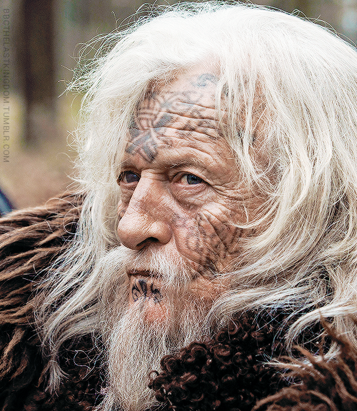 Earl Ragnar's elderly father, Ravn, is a 'skald' (a Viking poet and wise man). Given his considerable life experience, he is philosophical about the struggles of the Danes and is able to impart his wisdom to young Uhtred, who often acts as the eyes of blind Ravn.