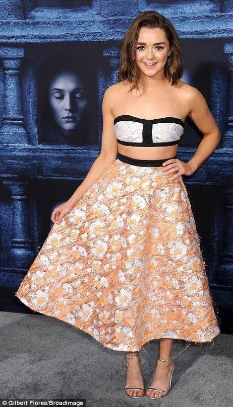 Lovely and cute | Maisie williams sophie turner, Game of ...