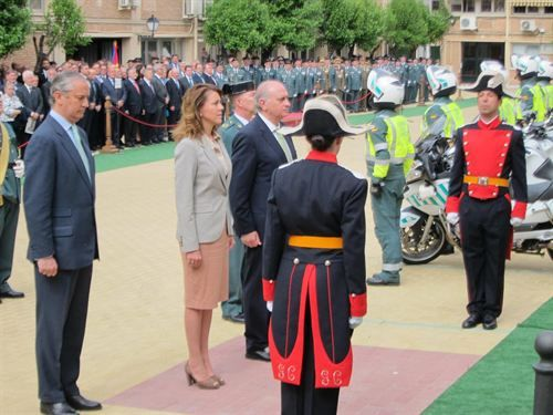 """Cospedal junto al ministro Fernández Díaz: """"la Guardia Civil debe estar orgullosa y la sociedad agradecida tras las detenciones"""" j.mp/18RNVhY TOLEDO (Foto: Europa Press)"""