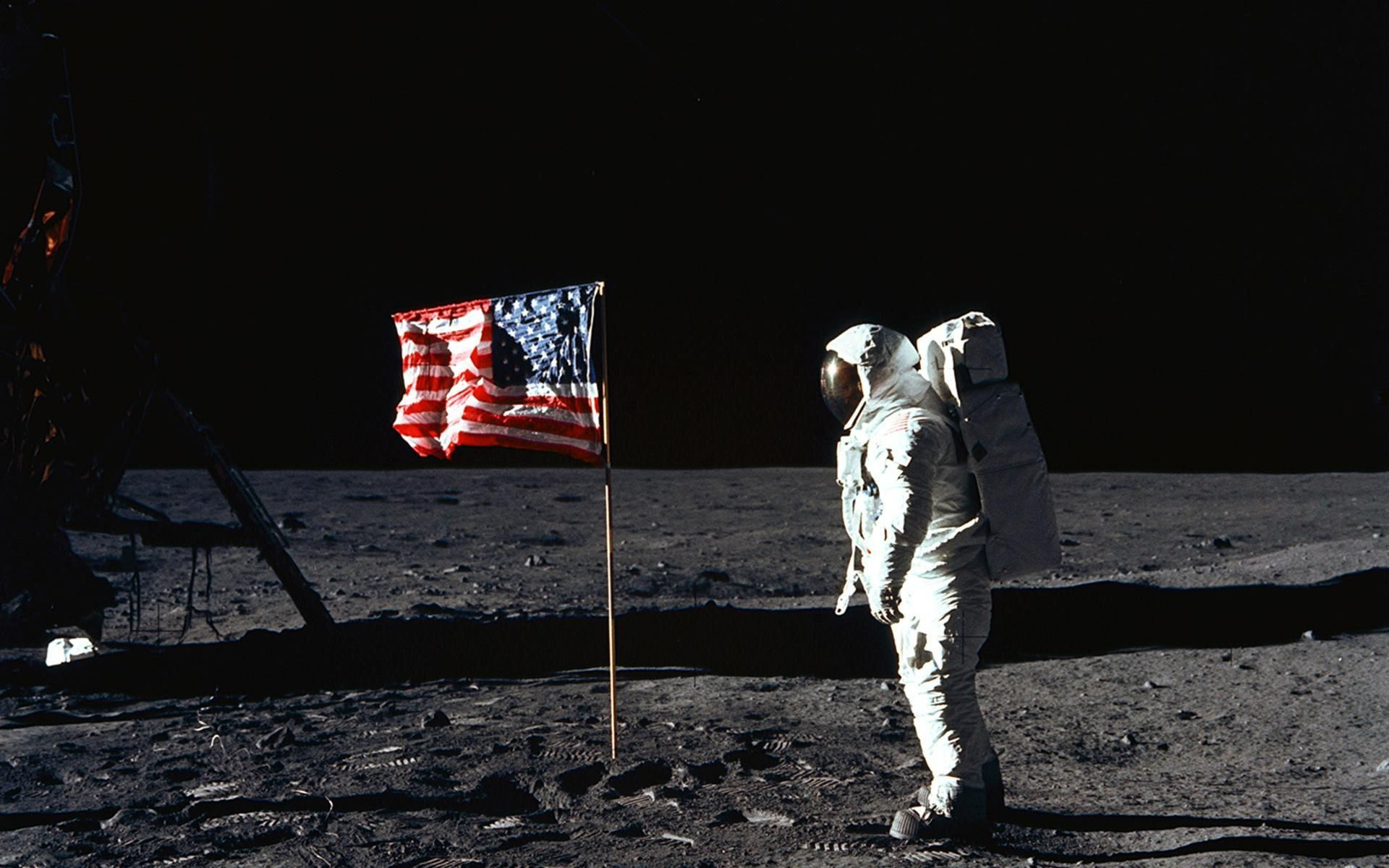Someday We Ll Be On The Moon Again Meteorologie Michael Collins Abenteuer Astronaut on moon with flag wallpaper