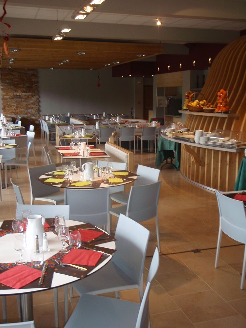 Village AEC Vacances Forgeassoud   Saint Jean De Sixt : La Salle De  Restaurant Dispose D