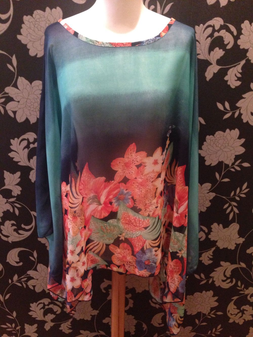 Hawaiian Hibiscus Kaftan via Boho- chic fashion boutique | geckoboutique.co.uk. Click on the image to see more!
