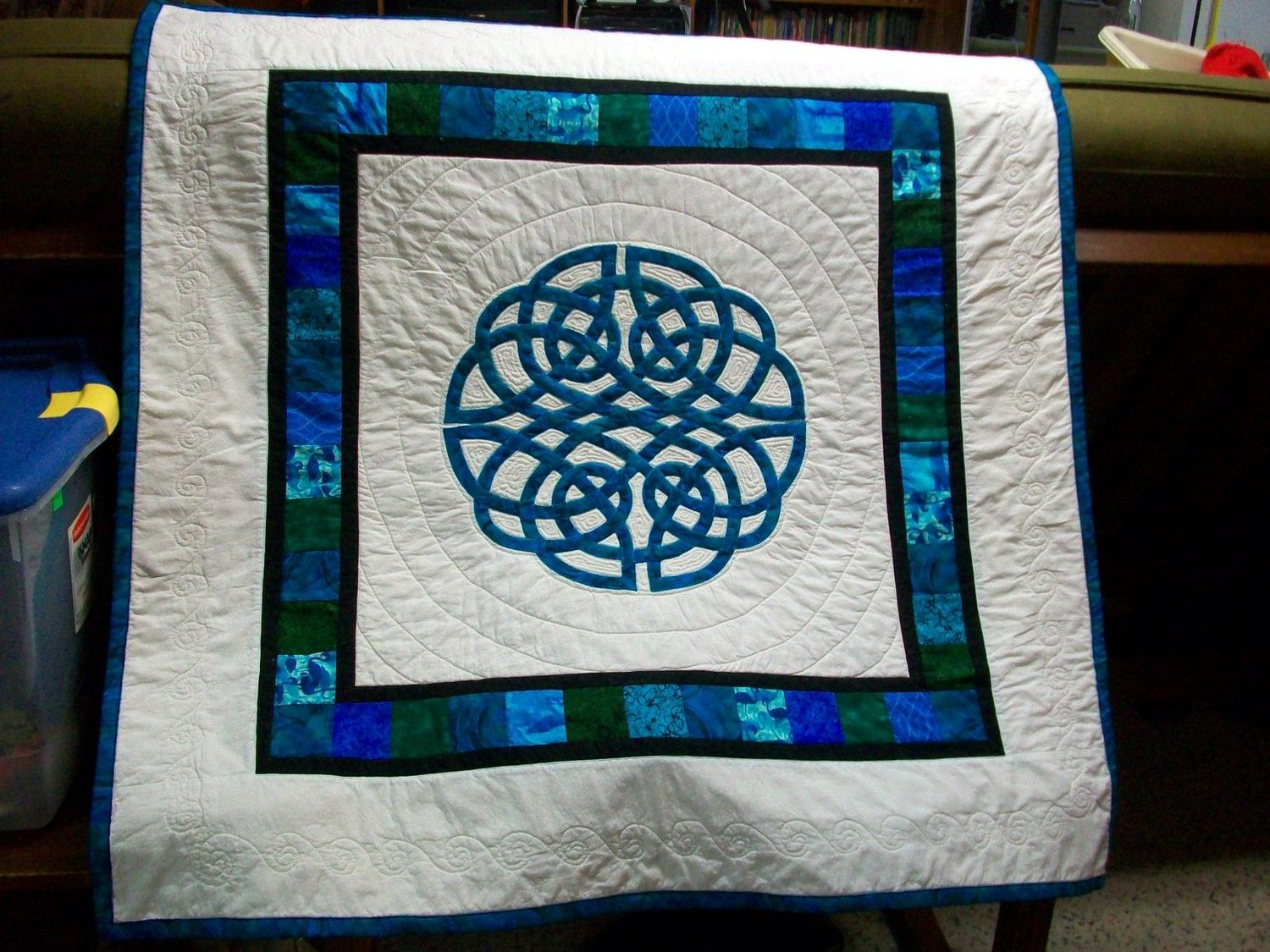 Aoife Celtic Knot Applique Quilt Crib/Throw/Wall Hanging. $160.00 ...