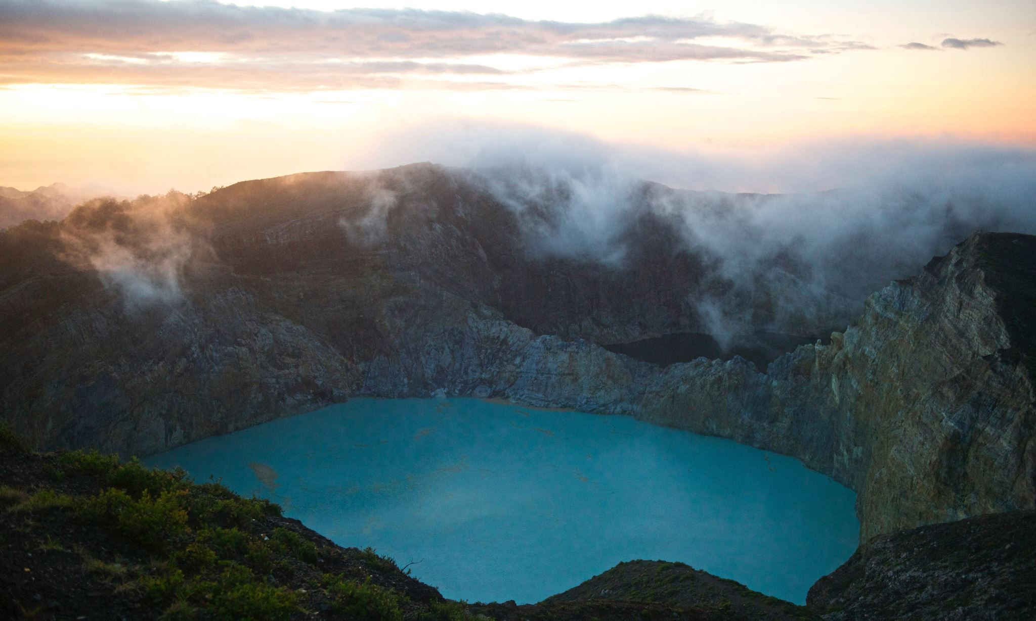 Tri-coloured lakes of the Kelimutu volcano, Flores Island (Mark Stratton) - Indonesia