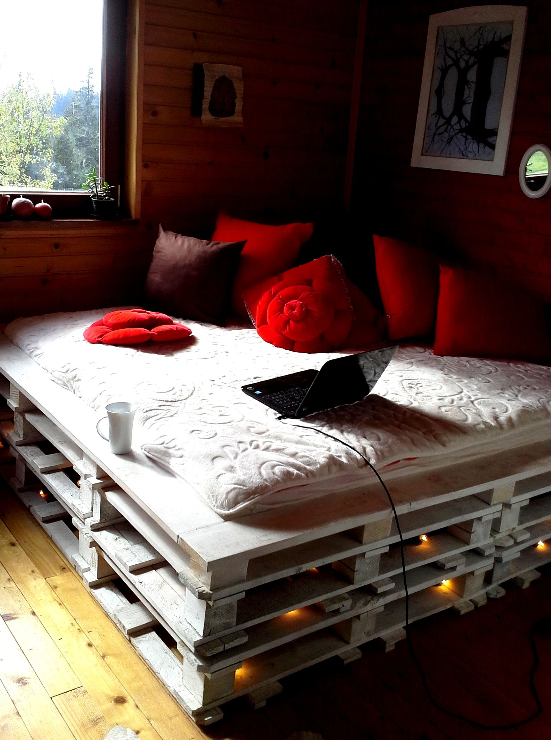 Selfmade Pallet Bed With Lights