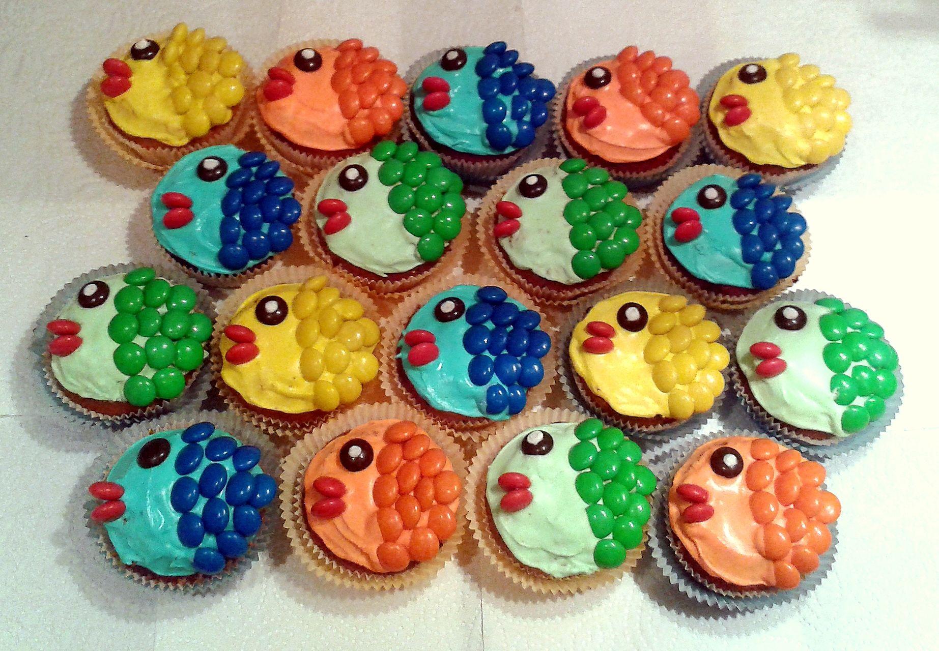 fisch muffins cupcake fish kuchen torten pinterest kuchen kindergeburtstag essen und. Black Bedroom Furniture Sets. Home Design Ideas