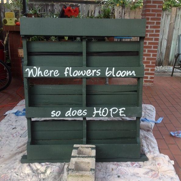 Diy-vertical-pallet-garden-container-gardening-flowers