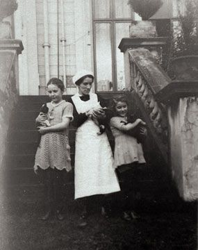 Bertha and Helen Tinne with Elizabeth, a housemaid at Clayton Lodge, about 1925.