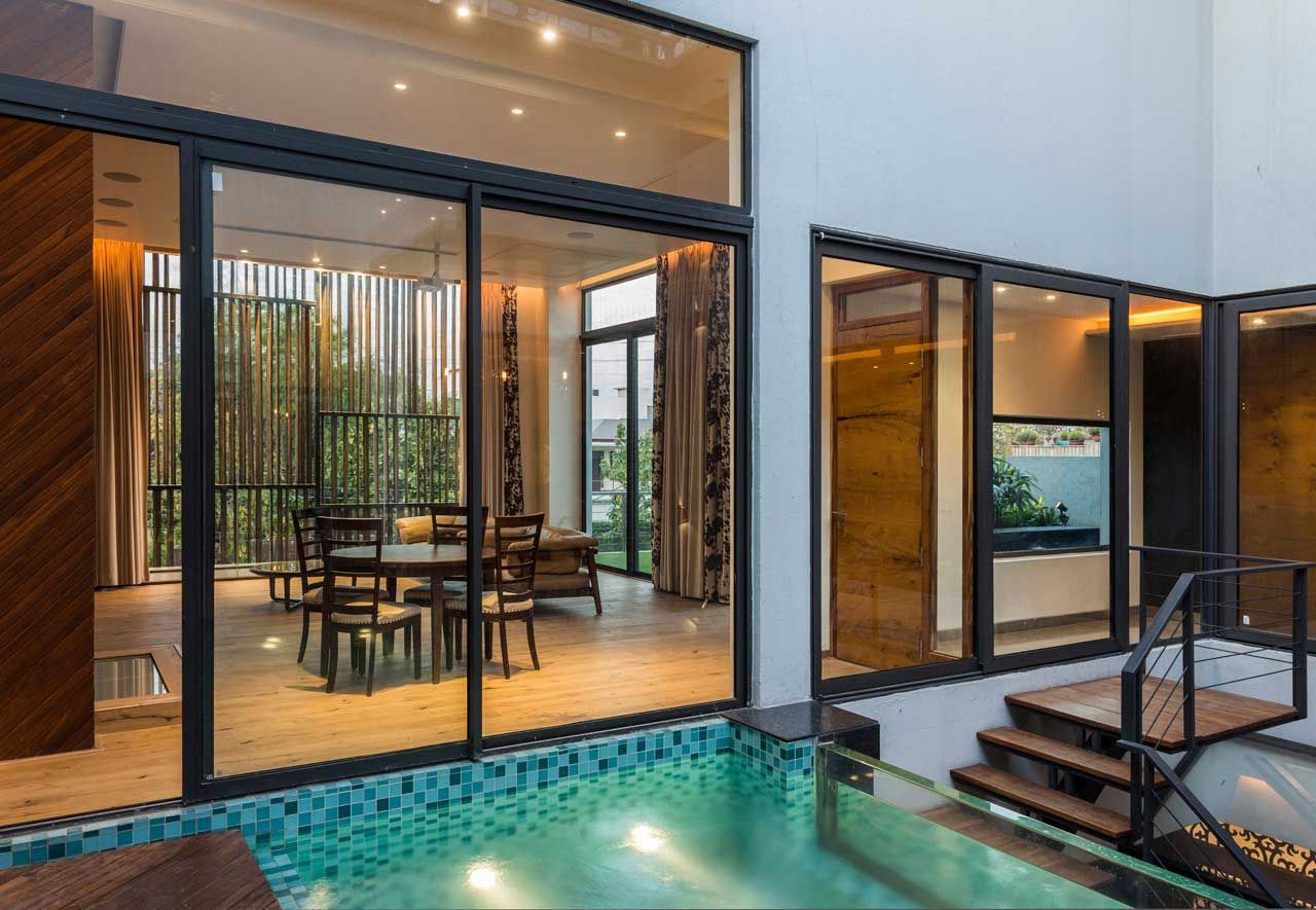 A House In Panchkula With Glass Walls And An Elevated Pool House