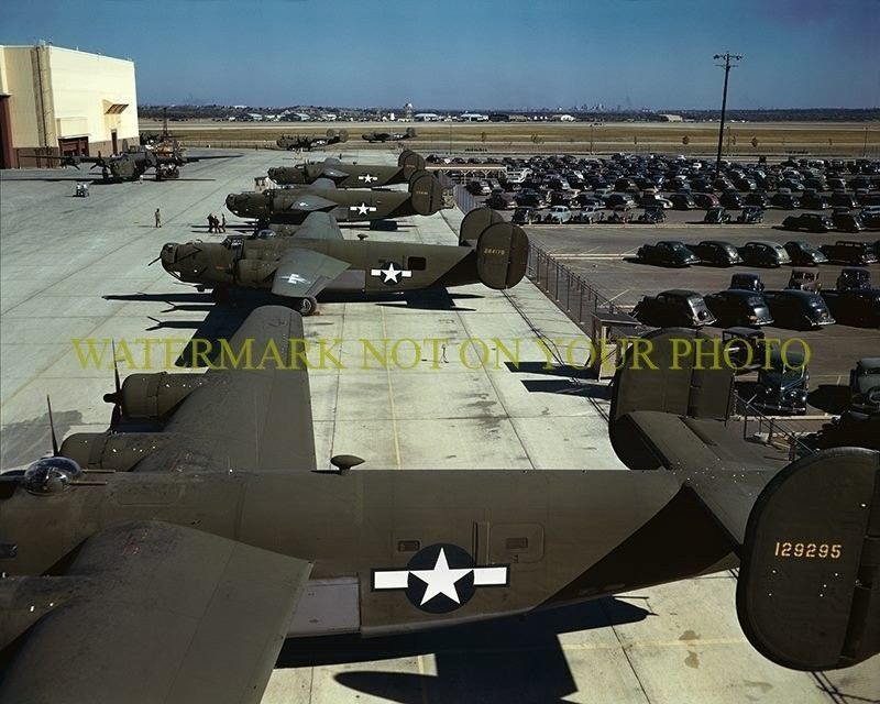 Brand New Liberators In The Yard Of The Ford Factory Next To The Factory Parking Lot August 1944 Wwii Aircraft Wwii Bomber Wwii Plane