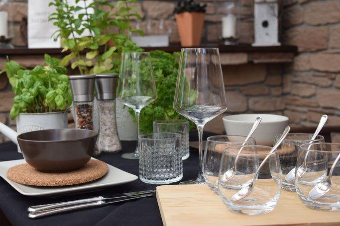 Krauter Basilikum Lavendel Rosmarin Krautergarten Tisch