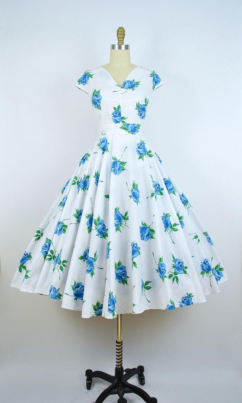 Vintage 1950s Rose Print Dress Set 50s Blue Floral Roses Etsy Vintage Dresses 50s Vintage 1950s Dresses Rose Print Dress [ 1323 x 794 Pixel ]