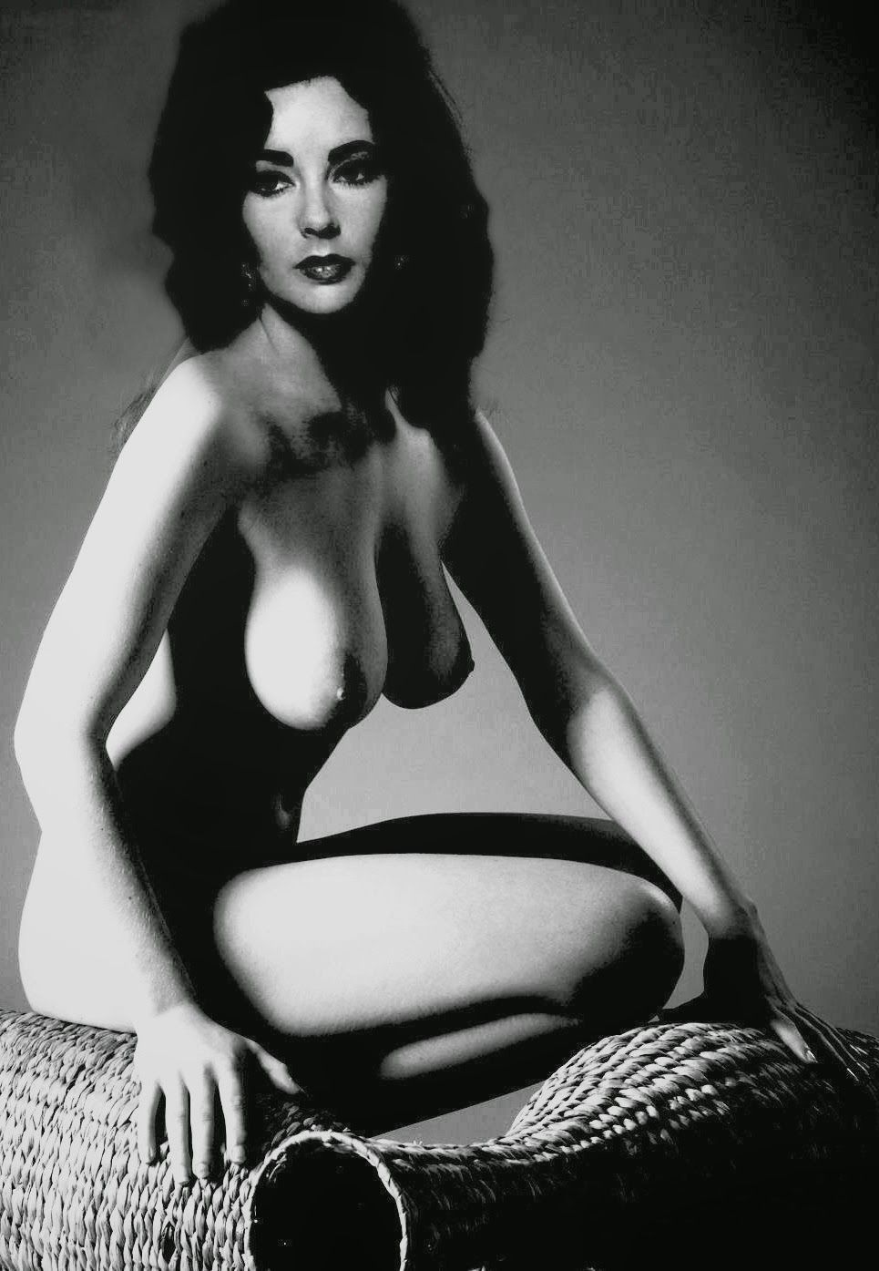 New nude marilyn monroe photos, rivalry with elizabeth taylor revealed in vanity fair