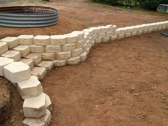 Image Detail For Thread Steps In Retaining Wall Landscaping Retaining Walls Backyard Retaining Walls Sloped Backyard