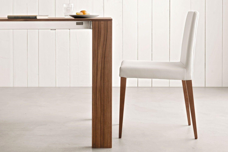 Sedia imbottita con gambe in legno luce napol it idee for Decorare sedia legno