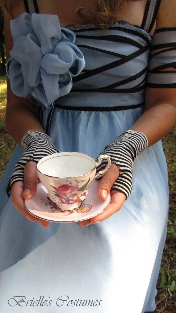 alice in wonderland inspired striped gloves tim burton. Black Bedroom Furniture Sets. Home Design Ideas
