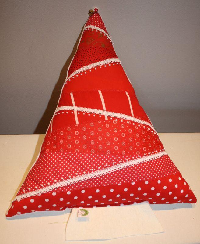 Red christmas tree pillow from www.masnimesi.net