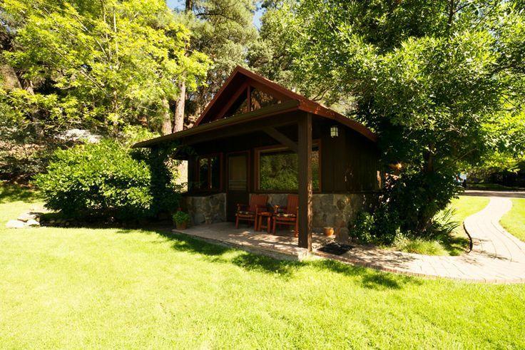 Cabin Georgianna At Garland S Oak Creek Lodge Is Ada Accessible Sleeps 5 1 King Bed And 1 Sofa This Ada Accessible Cabin Is Located Cabin Oak Creek Sedona