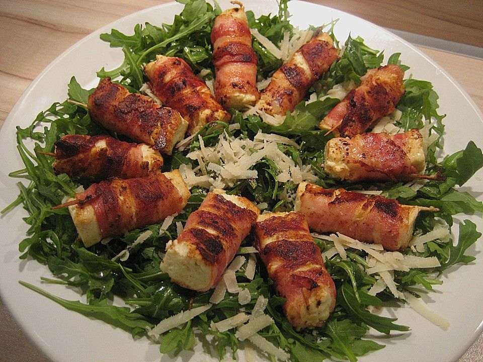 gebratener schafsk se im speckmantel auf rucola parmesan salat essen pinterest salat. Black Bedroom Furniture Sets. Home Design Ideas