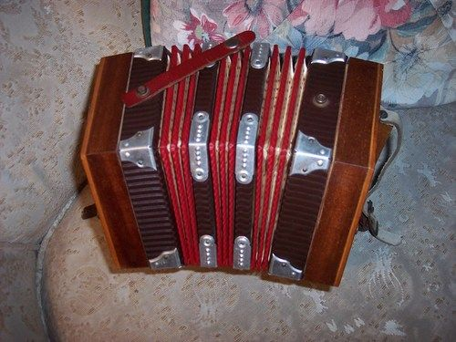 vintage 20 button italian renelli concertina musical instrument vintagethrills music. Black Bedroom Furniture Sets. Home Design Ideas