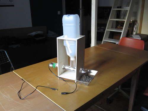 Diy Automatic Fish Feeder For Aquaponics Aquaponics Aquaponics