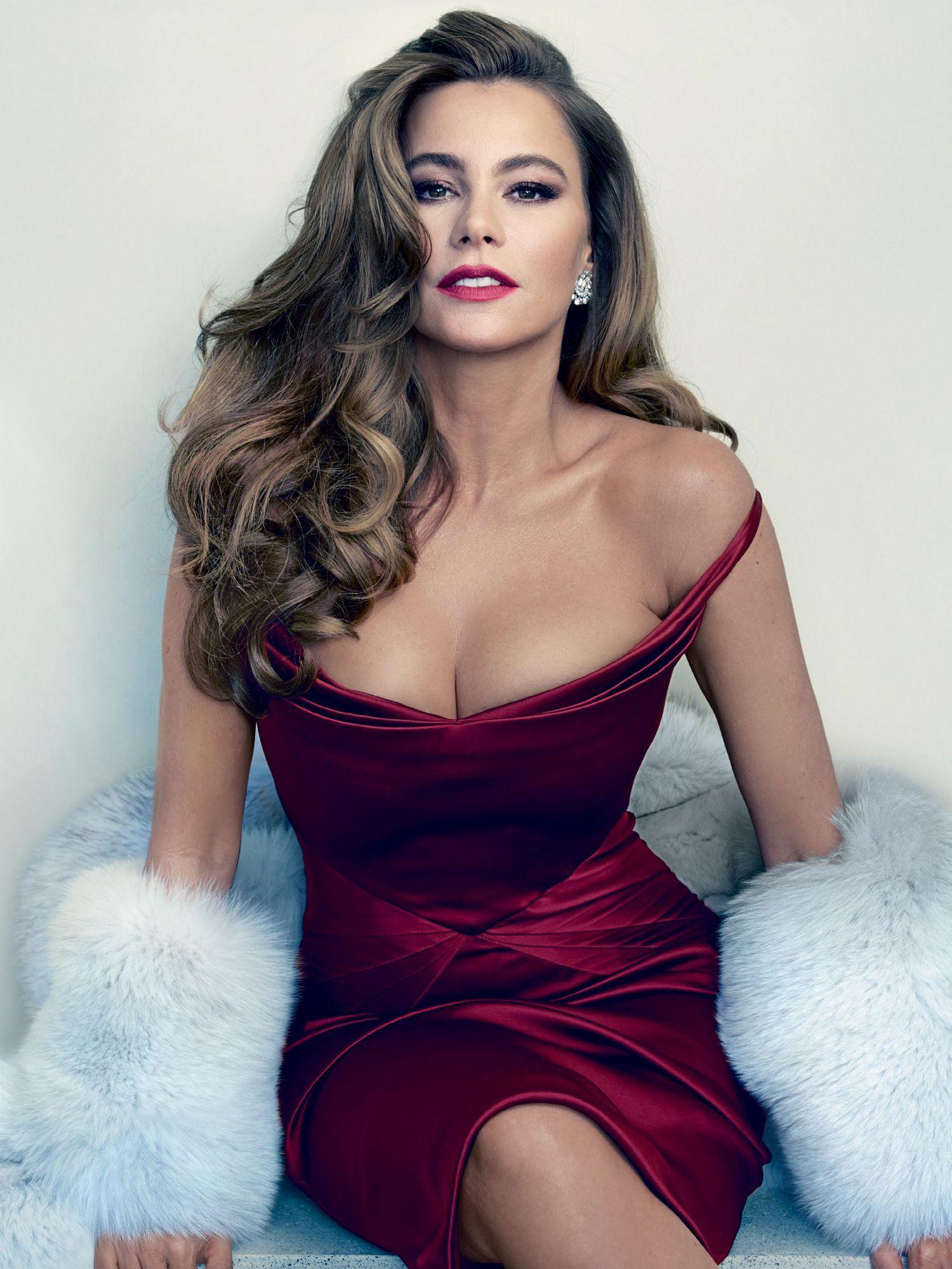 16 Hottest GIFs of 'Modern Family' Star Sofia Vergara | Sofia ...