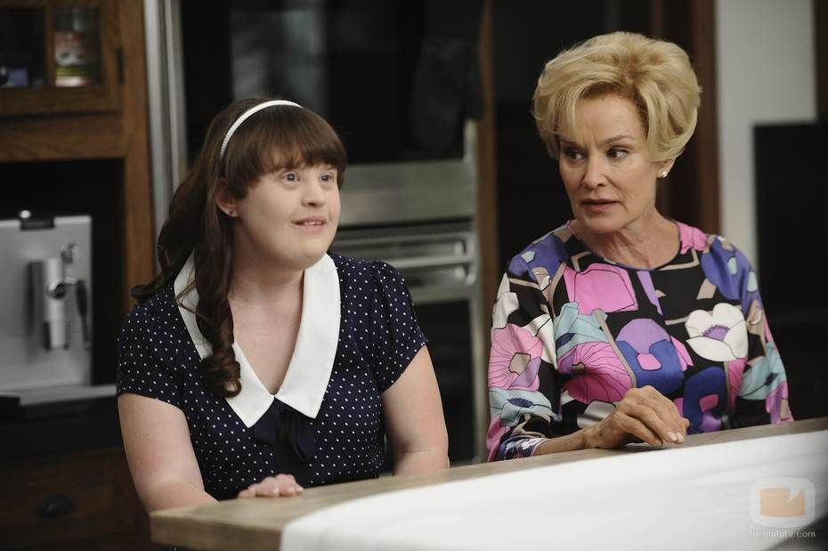 Jamie Brewer y Jessica Lange | Jessica lange, Zachary quinto, American  horror story