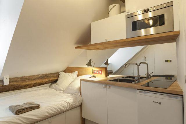 Am nagement studio paris 10m2 fonctionnels evier leroy for Meuble cuisine studio