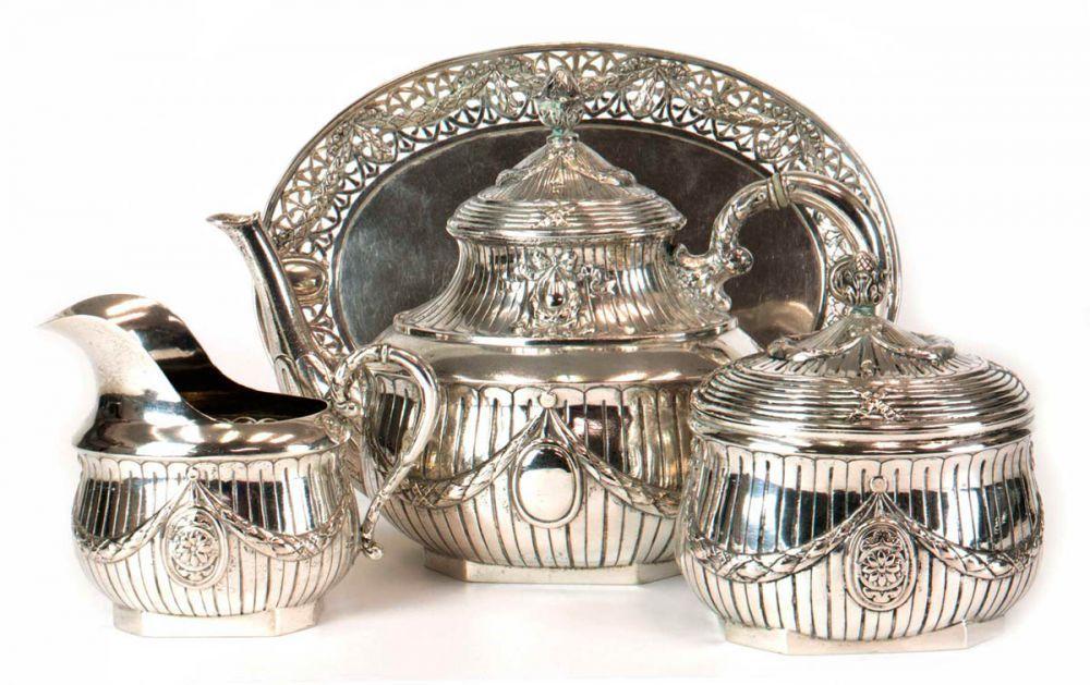 Teeservice, Hanau um 1900, 800er Silber,ca. 1860 g, 4-teilig, bestehend aus Teekanne, Sahnegießer, — Silber