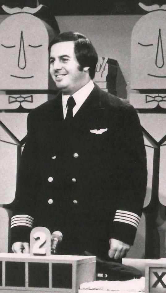 Historical Pics on Twitter | Frank abagnale, Interesting history ...