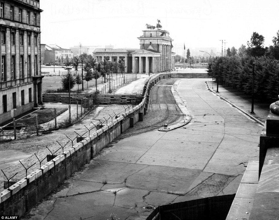 the berlin wall pictured in 1962 shortly after its on berlin wall id=59730