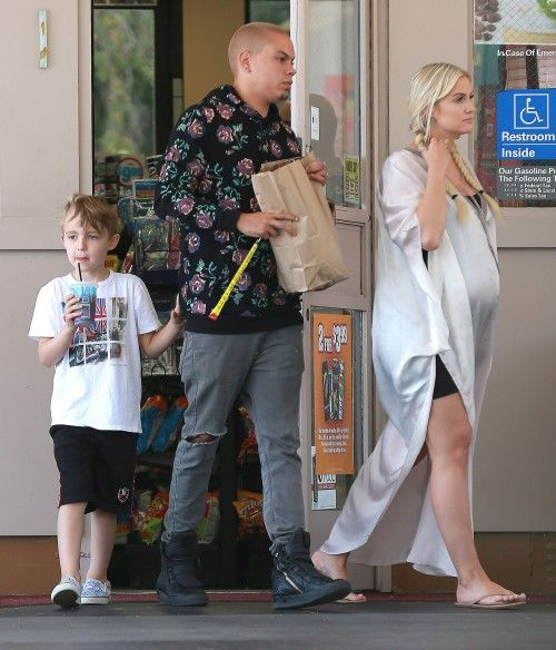 Ashlee Simpson's Snack Run On Mother's Day