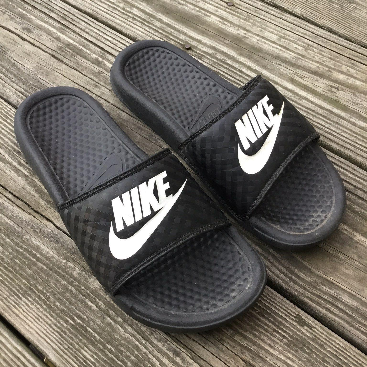 Classic Nike slides Subtle checker