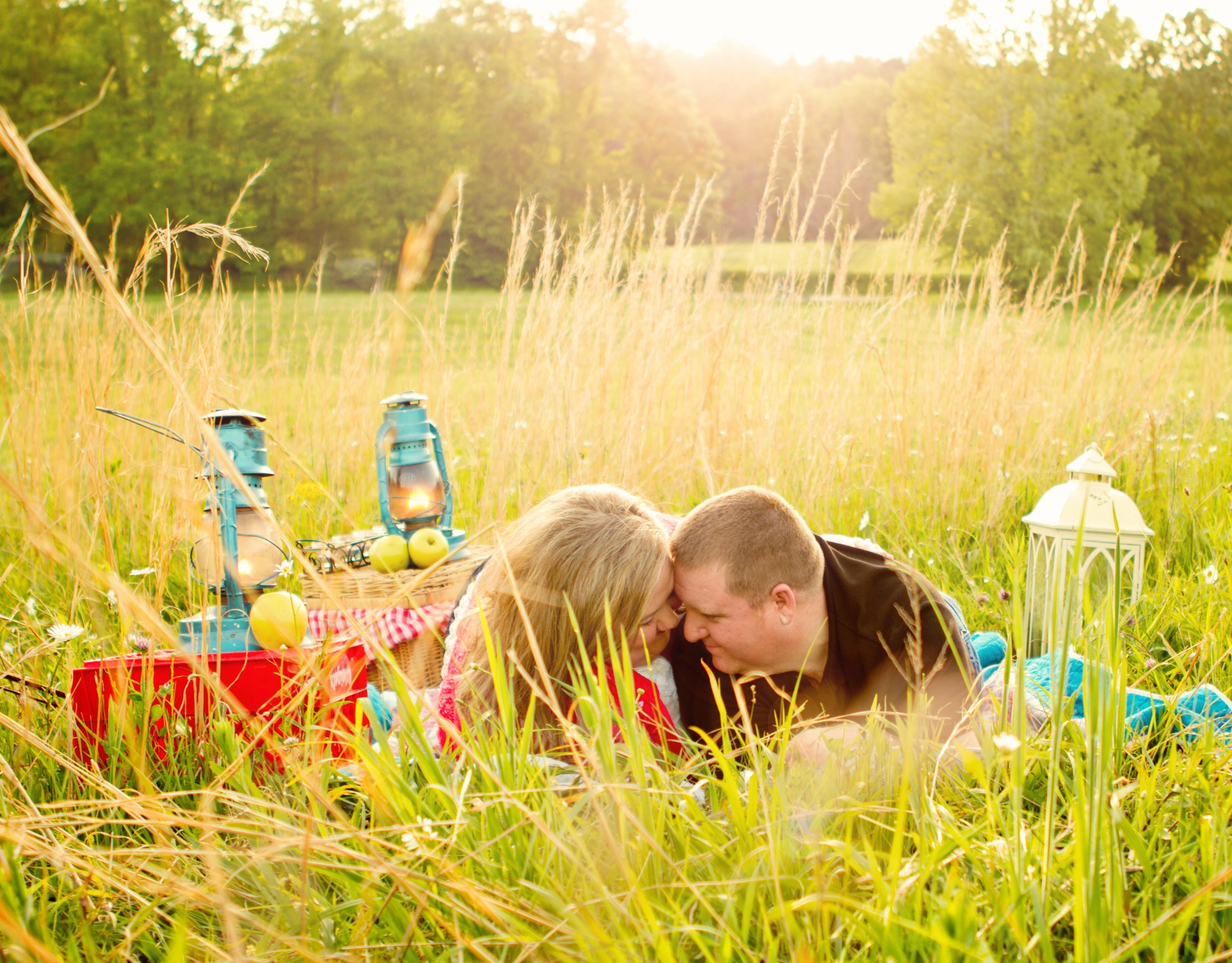Country Picnic Engagement Shoot | photos by http://www.ivyleephotography.com | see more http://www.thebridelink.com/blog/2013/07/08/country-picnic-engagement-shoot-by-ivy-lee-photography/