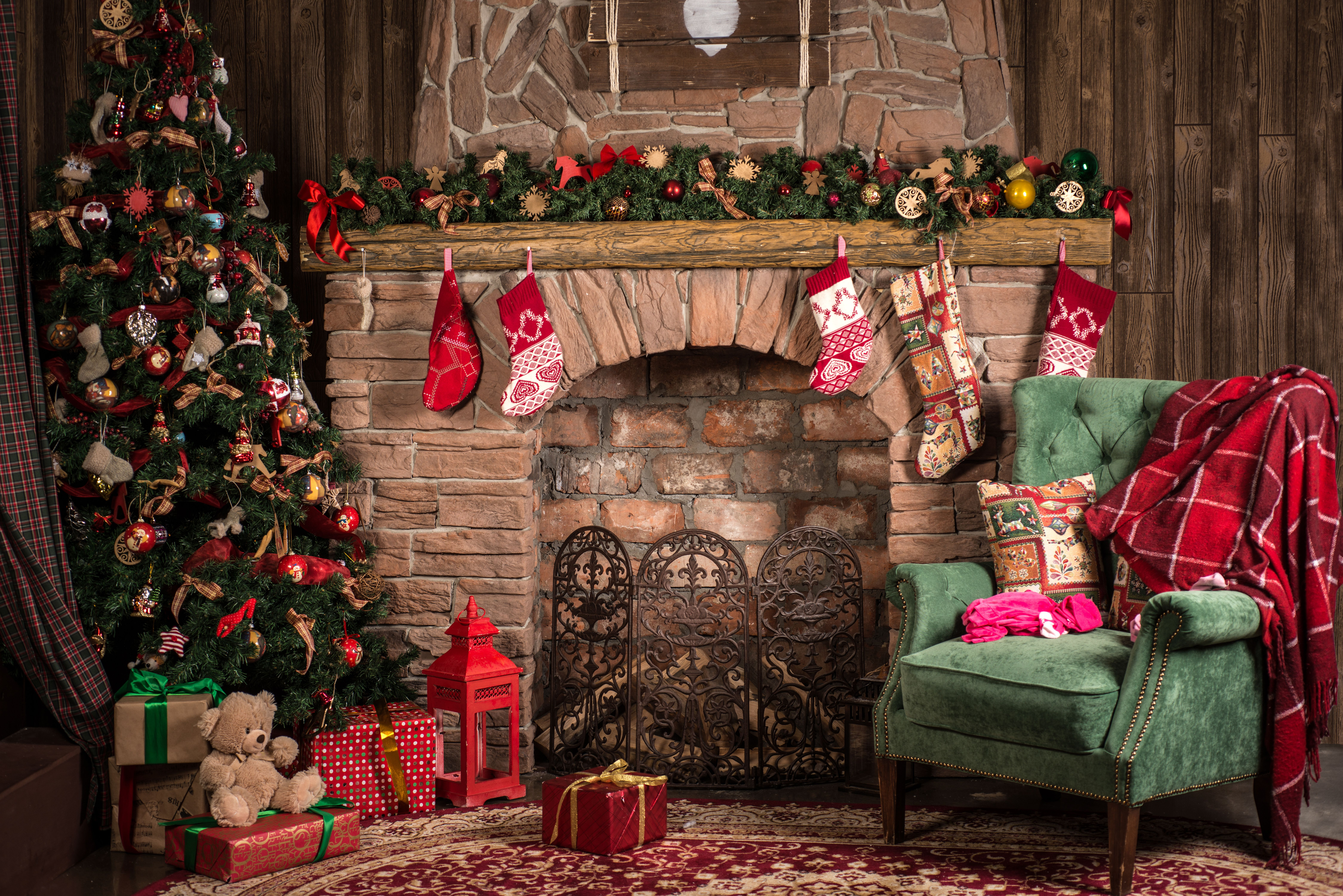 Holiday Christmas Tree Living Room Fireplace Ornaments Stocking Wallpaper