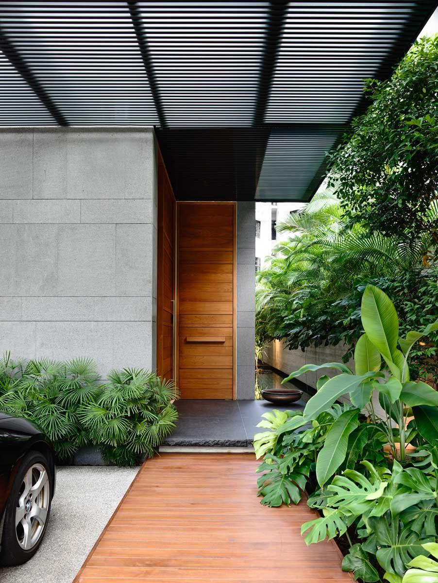 66mrn houseong&ong | minimalist house, wood doors and walkways