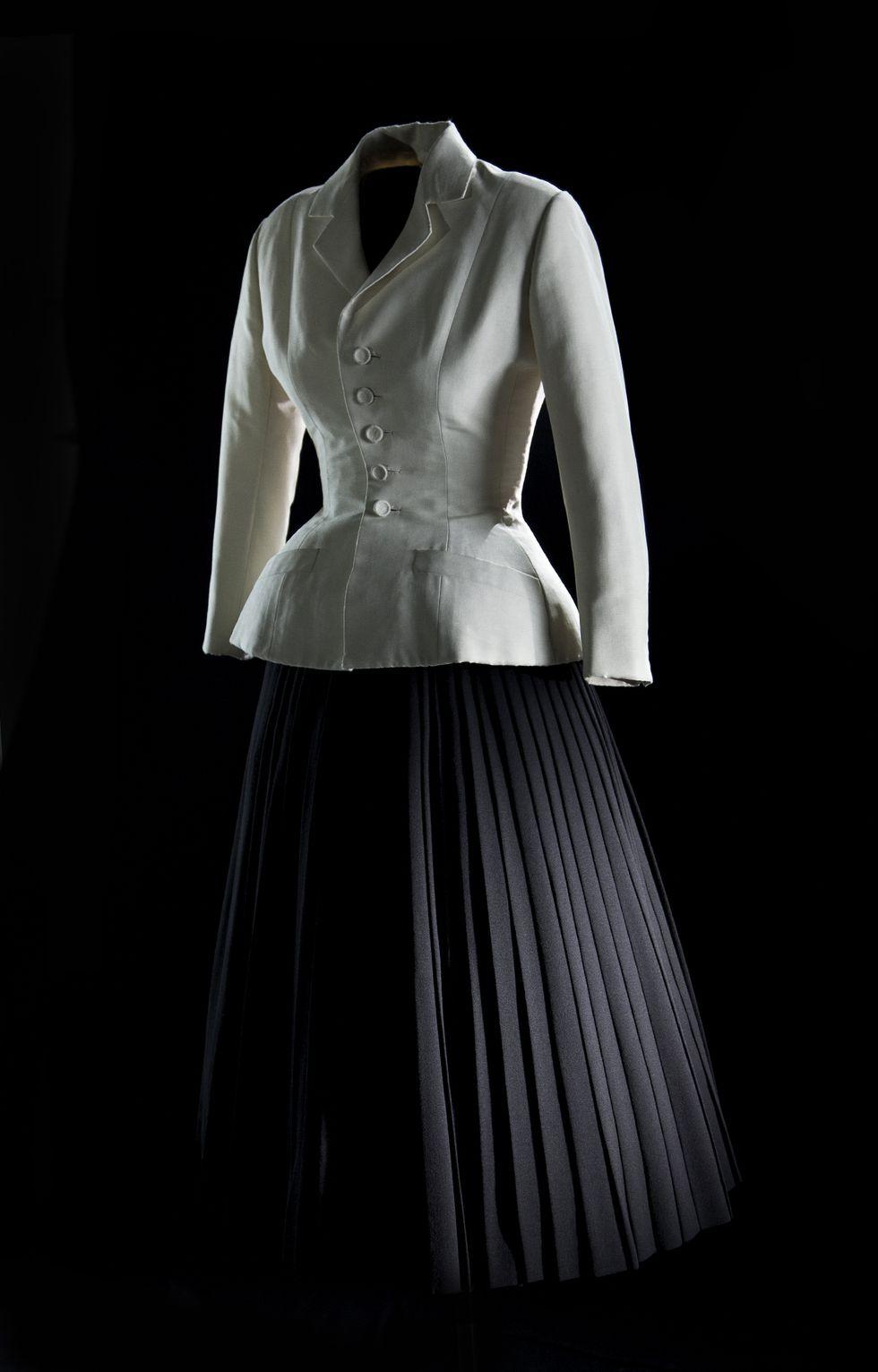 8de5c230669b Dior   le mythique tailleur Bar   Haute-Couture   Haute couture ...