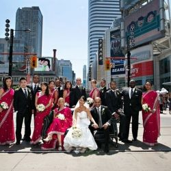 "This couple took advantage of a rare ""scramble intersection"" in Toronto for these amazing photos!"